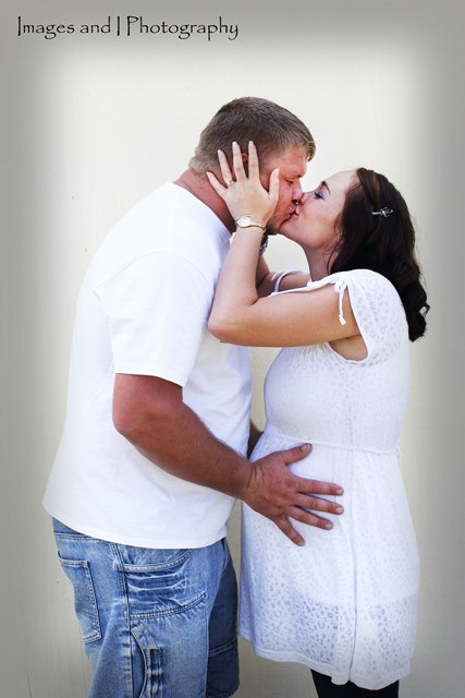 Kissing Maternity Photoshoot Ideas