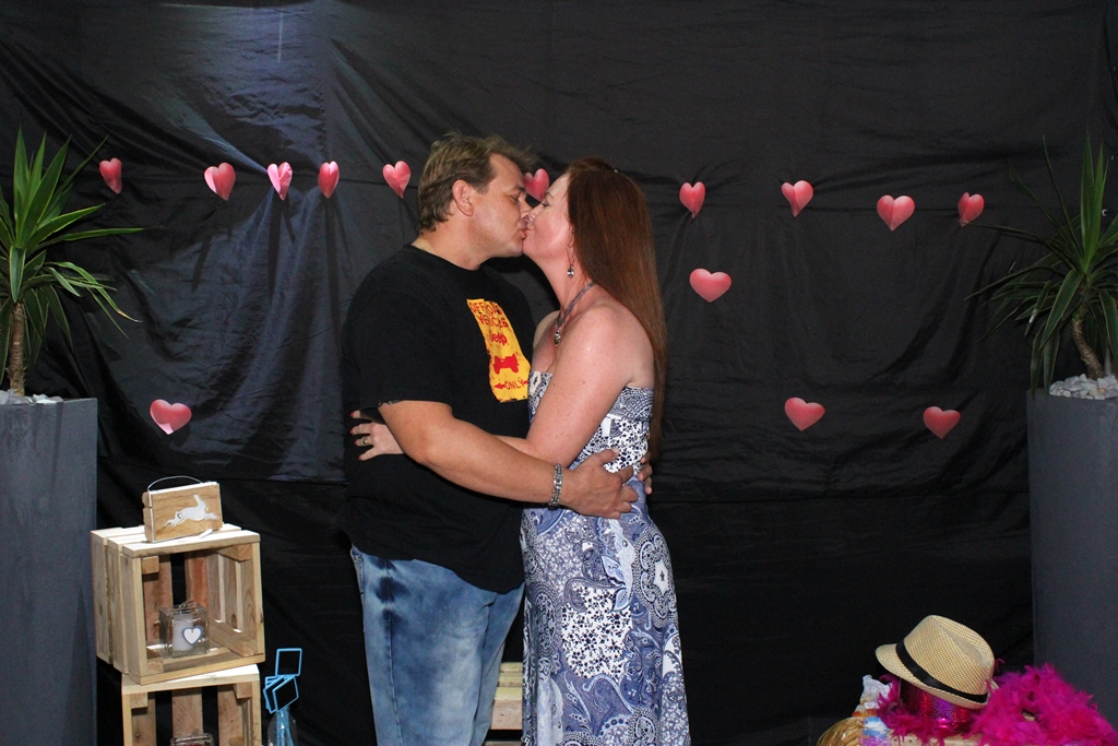 Kissing Valentines Event Photography