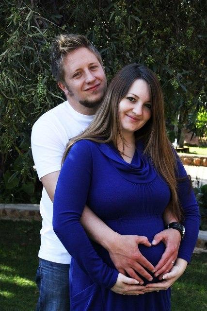 Loving Maternity Photoshoot Ideas