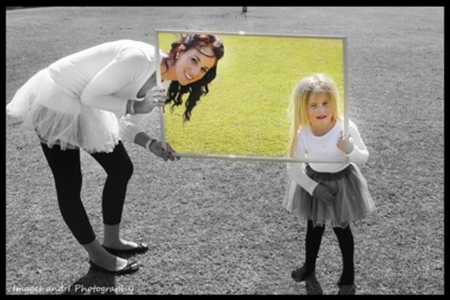 Peak a Boo Family Photoshoot Ideas