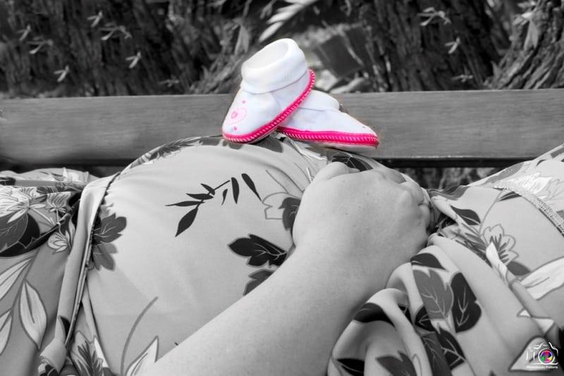 Slpash of Colour Maternity Photoshoot Ideas