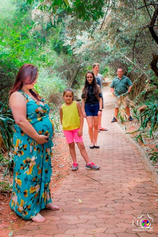 Family Affair Maternity Photoshoot Ideas
